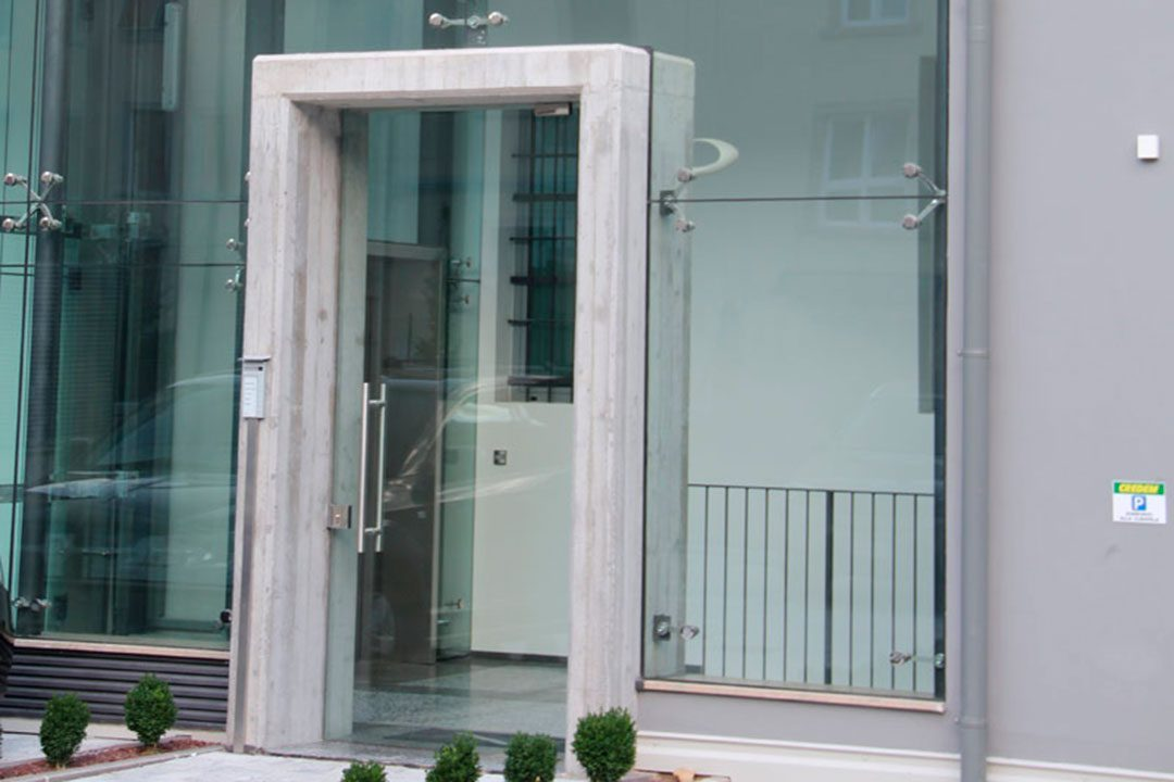 Ristrutturazione, sopraelevazione, risanamento della facciata e realizzazione garage interrato - Via Rosmini (TN)
